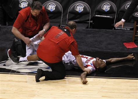 March Madness: Louisville's Kevin Ware suffers horrific