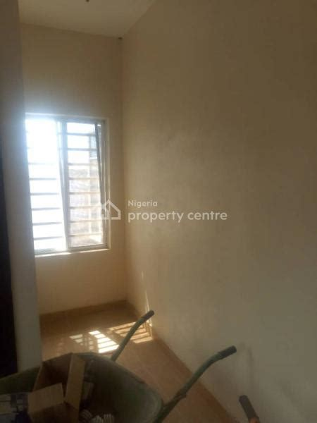 For Rent: Neat Self Contained Appartment, Novare - Diamond