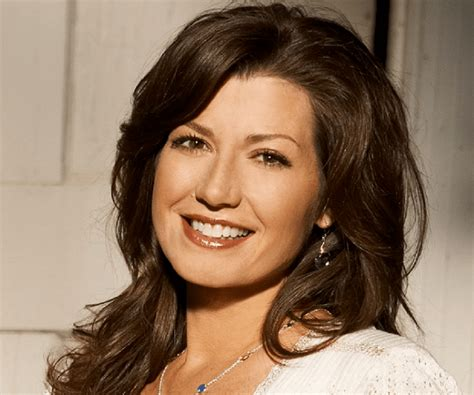 Amy Grant Biography - Childhood, Life Achievements & Timeline