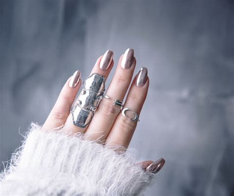 Chrome nails: How to do it at home - in 6 easy steps!