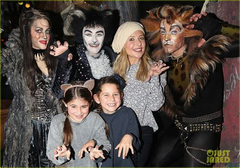 Sarah Michelle Gellar Checks Out Broadway's 'Cats' With