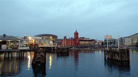 Cardiff Bay Waterfront : Wales | Visions of Travel