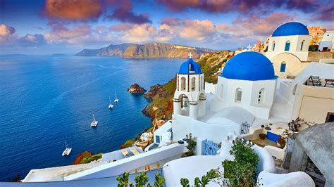 Explore Santorini: the top things to do, where to stay